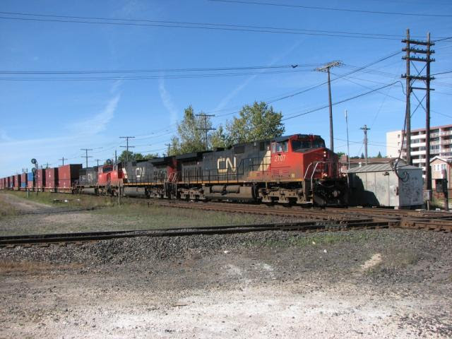 IC 2707 on CN train 102