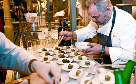 El chef Xavier Pellicer prepara sus ecotapas de los lunes.