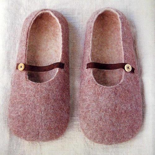 simple zakka and a bag of felt wool–slippers