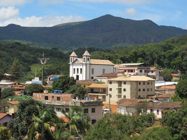Reservas de Brucutu estão em serra que contorna a cidade de São Gonçalo (Foto: Darlan Alvarenga/G1)