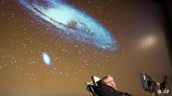 Ο Χόκινγκ σε ομιλία του γύρω από τη δημιουργία του σύμπαντος