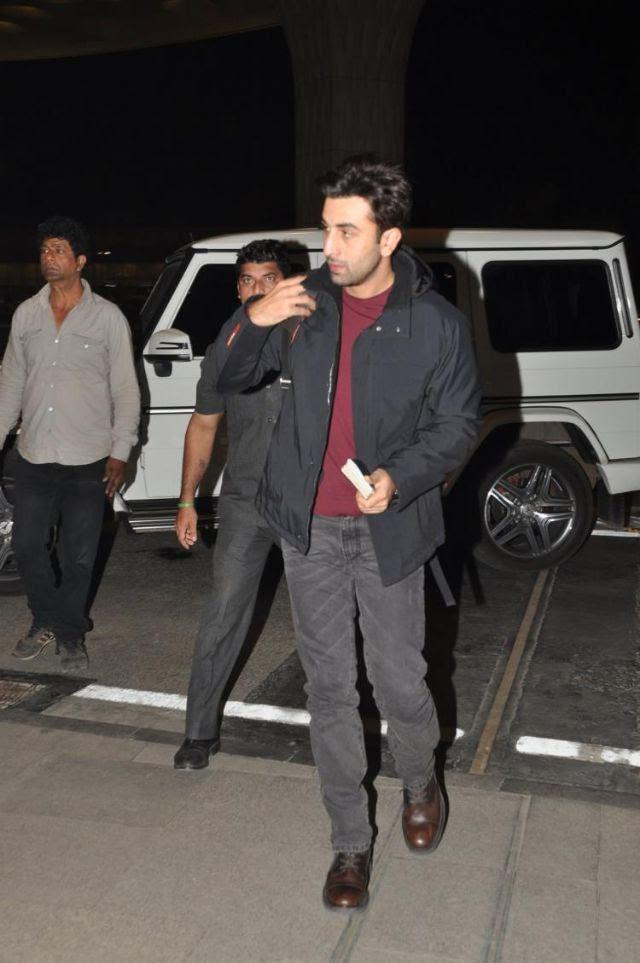 رانبير كابور أثناء ذهابه إلي مطار مومباي