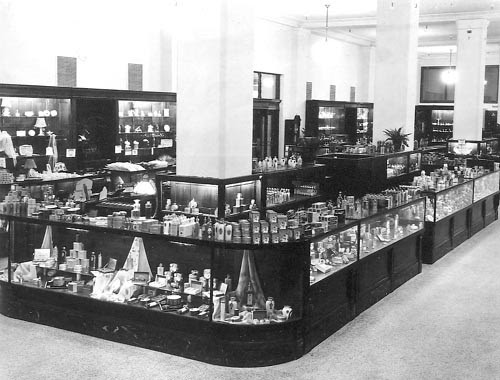 File:Cosmetic counter eaton's.jpg