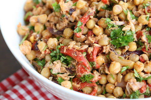 Garbanzo & tuna salad / Tuunikala-kikerhernesalat
