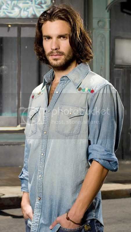 Santiago Cabrera [click to enlarge]