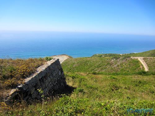 Miradouro Oeste da Serra da Boa Viagem na Figueira da Foz - Pedras empilhadas (1) [en] Viwepoint west of Boa Viagem Mountain in Figueira da Foz, Portugal