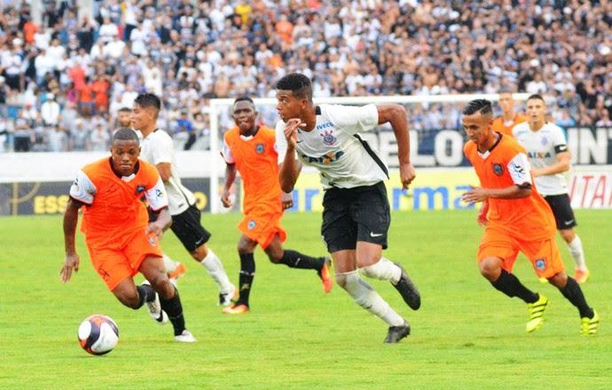 Corinthians x Manthiqueira Carlinhos (Foto: Tião Martins/TM Fotos)