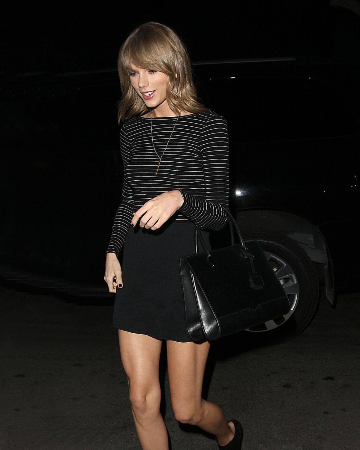 TAYLOR SWIFT Night Out in Los Angeles