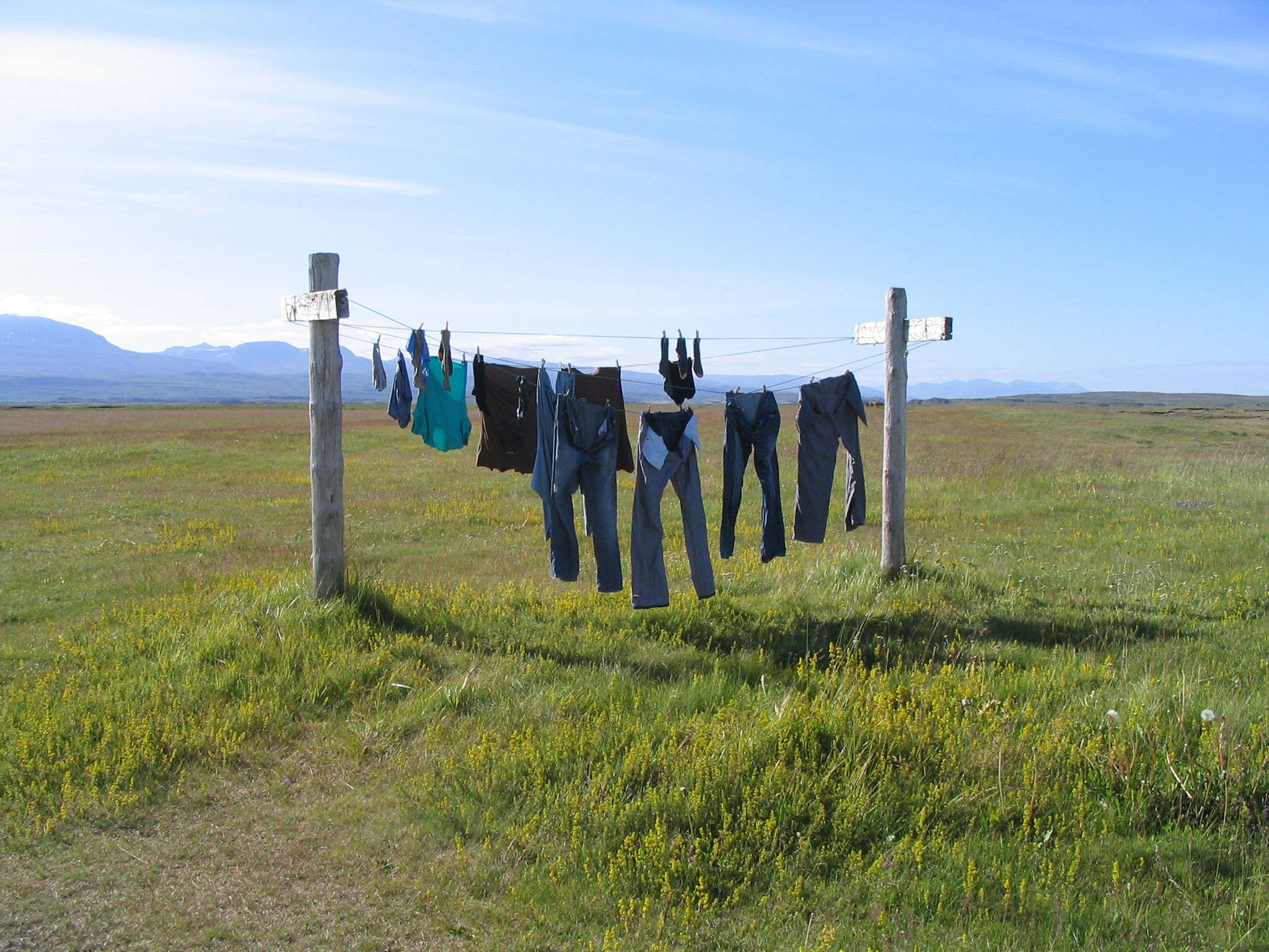 http://upload.wikimedia.org/wikipedia/commons/b/b8/Washing_Line%2C_Iceland.jpg