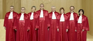 "Il secondo ""Senato"" della Corte costituzionale tedesca. Da sinistra: Prof. Dr. Huber|Judge Müller|Prof.Dr.Lübbe-Wolff|President Prof. Dr. Voßkuhle Dr.Gerhardt|Judge Hermanns|Prof. Landau|Dr. Kessal-Wulf"