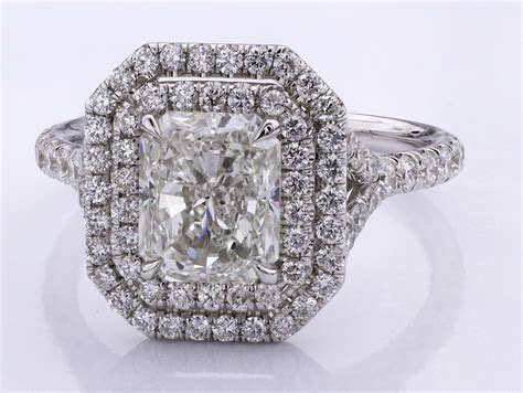 Halo Engagement Rings: What Diamonds Look Best?   Adiamor