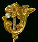 Alling winged lion and pearl stickpin. (J9023))