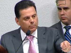 O governador de Goiás fala em sessão da CPI do Cachoeira (Foto: Reprodução / TV Senado)