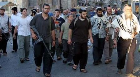 Coloni israeliani nella città vecchia di Hebron