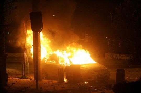 Θεσσαλονίκη: Στάχτη έγινε αυτοκίνητο στην περιφερειακή οδό