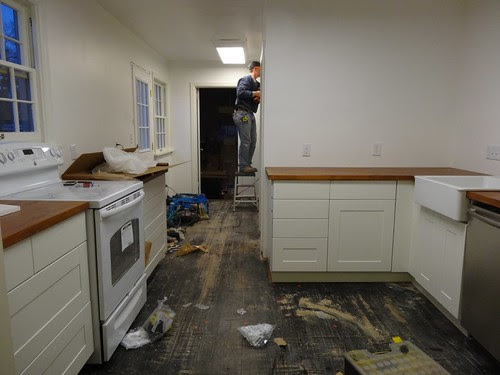 kitchen cabinets installed!