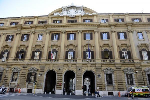 Italie: Les marchés actions finissent en baisse; l'indice Investing.com Italie 40 recule de 0,12%