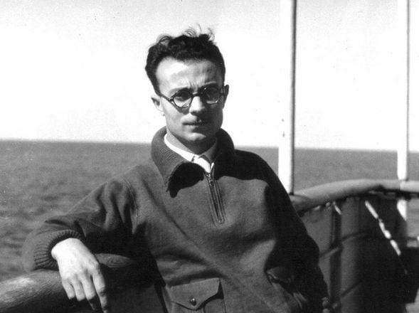 Un joven Ernesto Sabato en una foto de su album familiar. (AP)