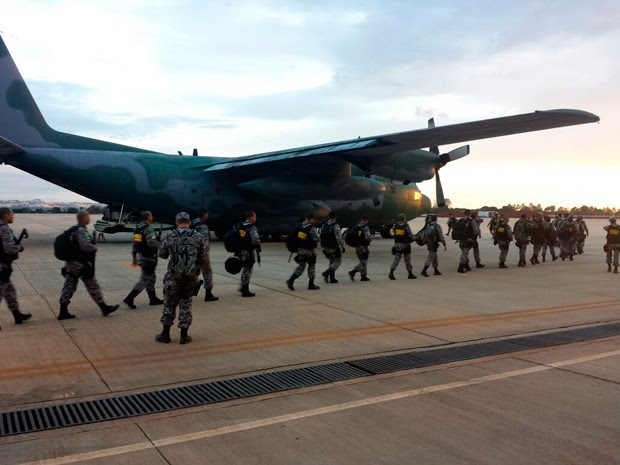 Homens da Força Nacional chegaram a Natal em um Hércules da FAB (Foto: Georgia Câmara)