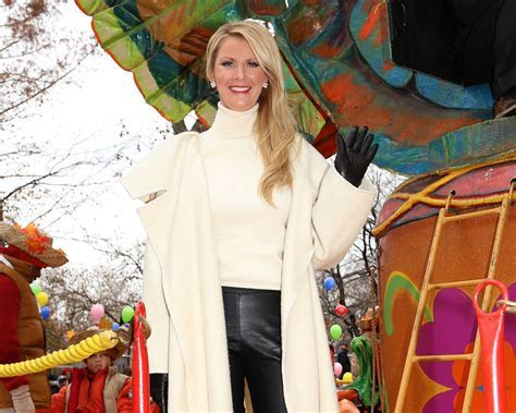Celeb Chef Sandra Lee Offers to Find Wedding Cakes for