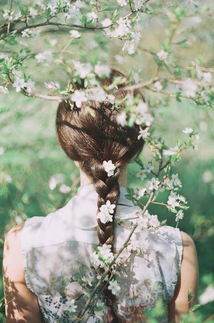 Flowers in her hair. #JackWills  #GREENSHOOTS