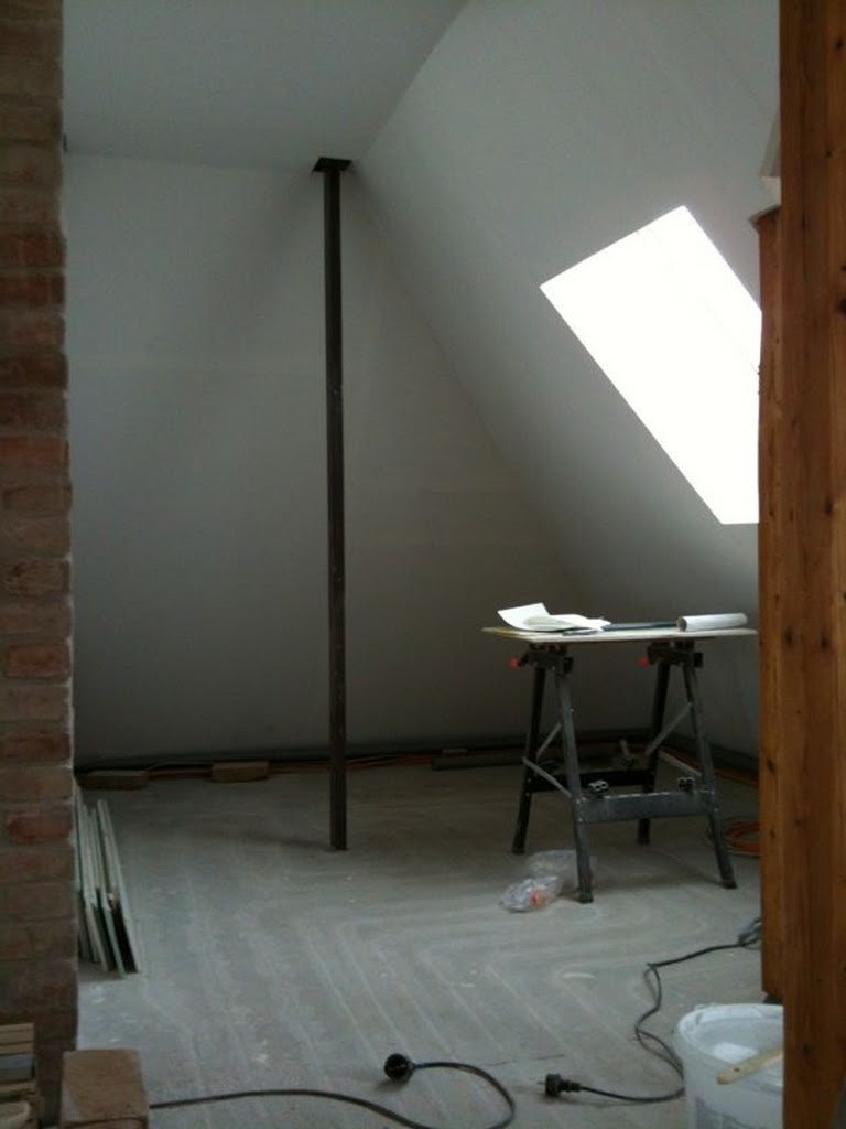 Fertig tapeziertes Arbeitszimmer