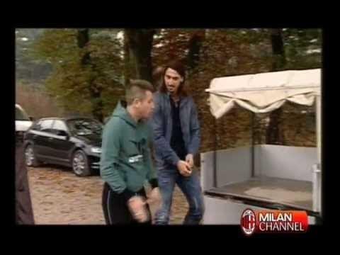 Cassano ritorna per la prima volta a MIlanello dopo l'operazione. 21/11/11 VIDEO