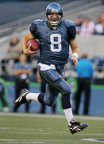 Hasselbeck runs for a 1st down
