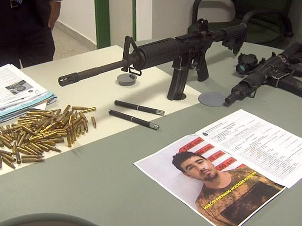 Armas apreendidas são avaliadas em mais de R$ 50 mil, diz polícia (Foto: TV Verdes Mares/Reprodução)