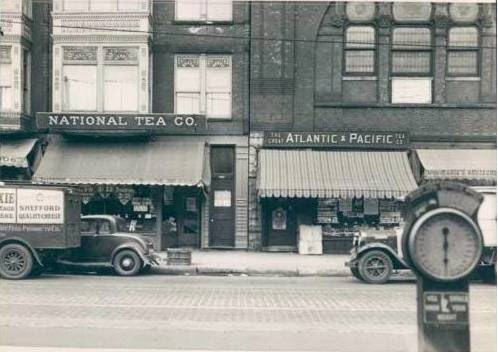PHOTO - CHICAGO - WEST MADISON - NATIONAL TEA - ATLANTIC AND PACIFIC TES - NOTE OLD PARKING METER IN FOREGROUND - 1930s