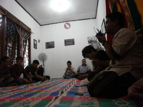 http://fokusaceh.blogspot.com/2012/10/mahasiswa-aceh-di-yogyakarta-ikut-berkurban.html
