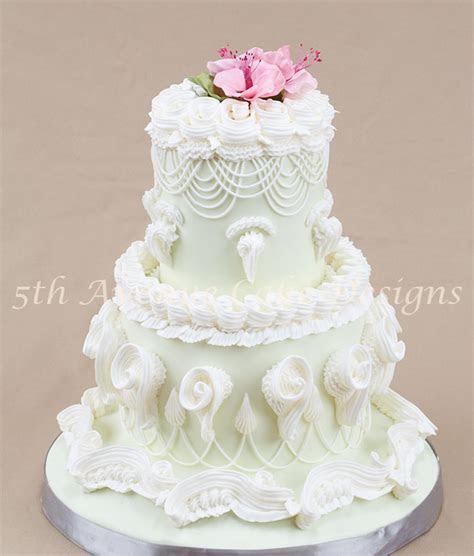 Having Fun with The Lambeth Method of Cake Decorating