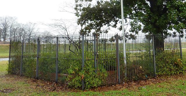 P1150452-2013-01-16-Alvin-B-Avery-1956-1989-Memorial-Garden-Atlanta-Water-Bureau-detail
