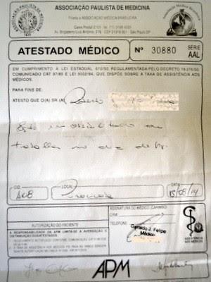 Cópia do atestado médico falsificado com dados de ginecologista para paciente homem em Piracicaba (Foto: Fernanda Zanetti/G1)