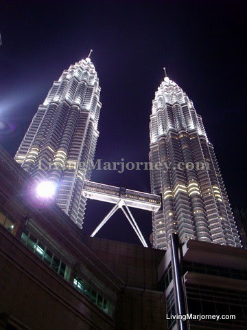 Petronas Twin Towers, by LivingMarjorney