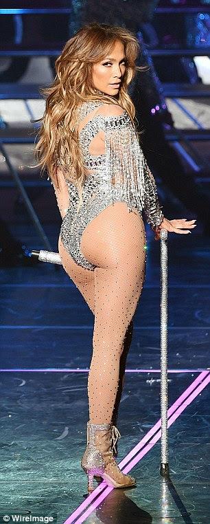 Jennifer Lopez tem um regime rigoroso de exercícios para se certificar de sua figura é sempre praia pronta - mas recebe uma mão de ajuda de adição de proteína em pó para smoothies primeira coisa na parte da manhã antes de bater o ginásio