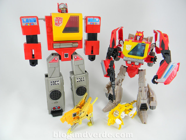 Transformers Blaster Voyager - Generation Fall of Cybertron - modo robot vs G1