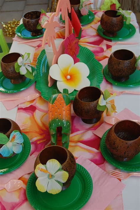 Hawaiian Table Setting   Wish Upon a Party