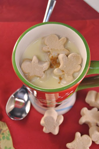 Hot white chocolate with gingerbread marshmallows