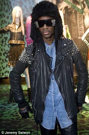 Neco participou da Versace x H & M coleção