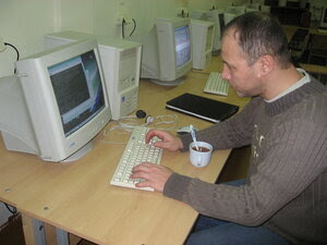 Дима [supervisor] проставляет по всем компьютерам Geany.