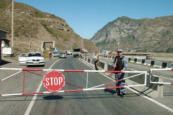 Russia-Georgia crossing reopens