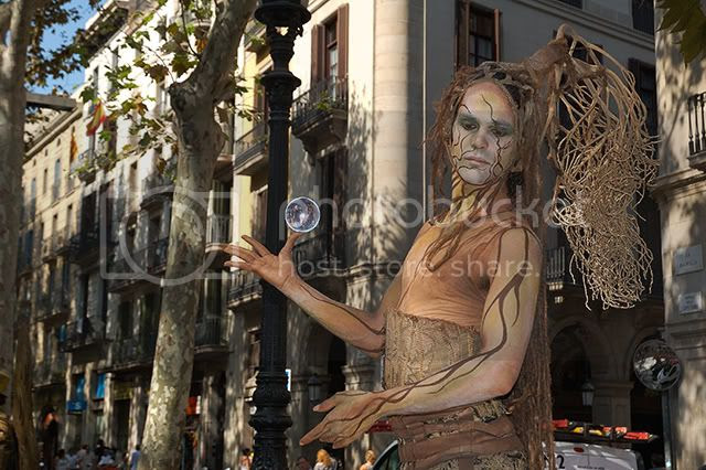 Street Artists in La Rambla, Barcelona: Human Statue - Vegetal Equilibrium [enlarge]