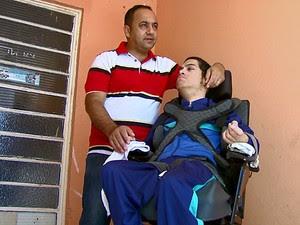 Pai diz que é preciso ter acompanhante para levar o filho à Apae (Foto: Paulo Chiari/EPTV)