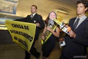 Em 2009, três ativistas do Greenpeace foram detidos no Senado após tentarem entregar à senadora Kátia Abreu (DEM-TO) uma faixa de Miss Desmatamento