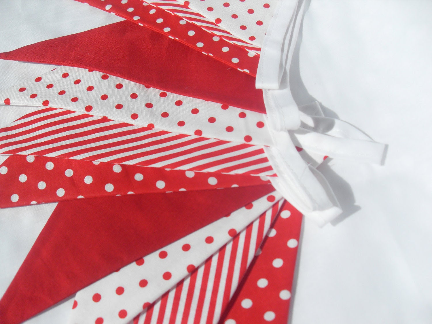 """Bunting Christmas reds - 2.5 mts 97"""" long double sided"""