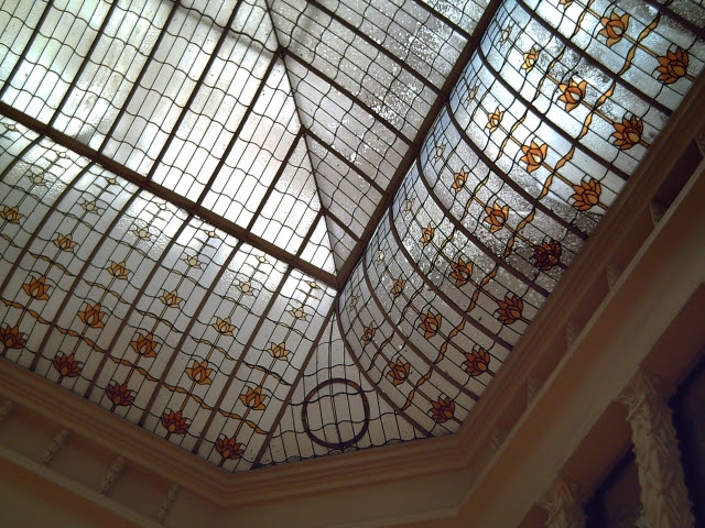 Catalan Modernisme: Ceiling at C&A Pelayo