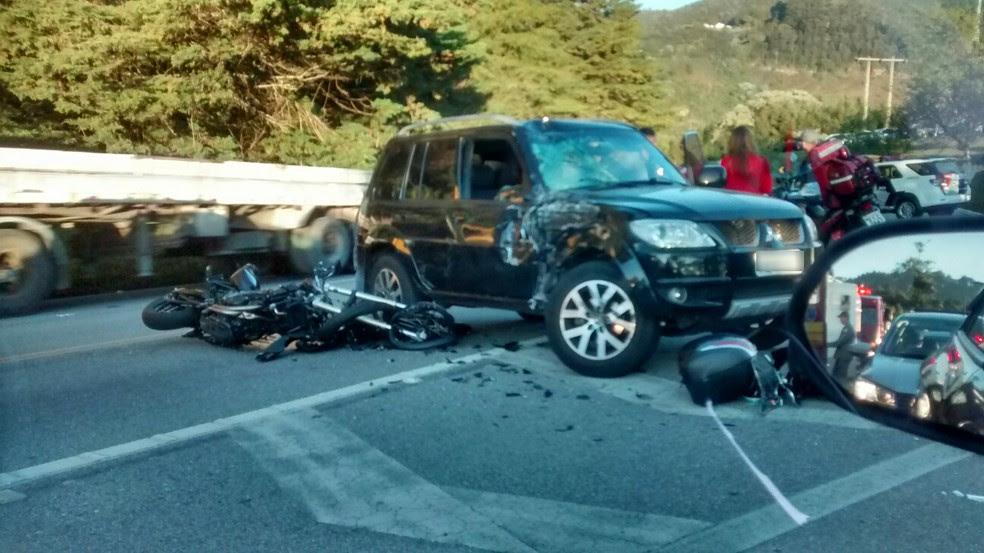 Motociclista ficou gravemente ferido em acidente na SP-123 (Foto: Marilene Jacobelli)
