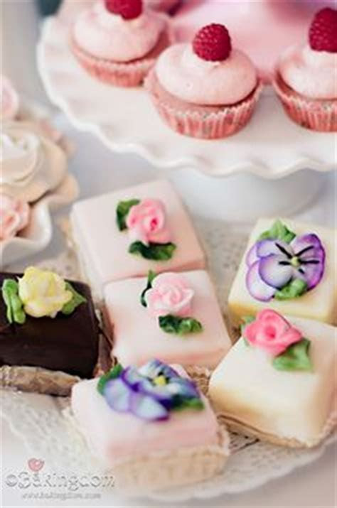 82 best Cake Design   Fondant Fancies images on Pinterest