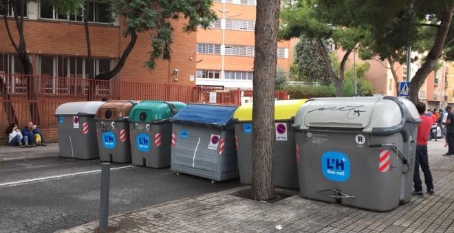 Barricada en el Instituto de Educación Secundaria Provençana en el barrio de Sant Josep en L´Hospitalet./ EUROPA PRESS